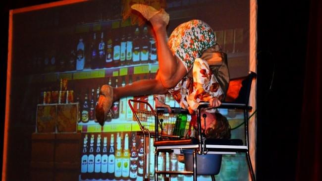 ES KANN KOMIK WAS WILL von und mit Kascha B. – Corona-Edition (Sommerbühne Gastspiel) Galerie 5